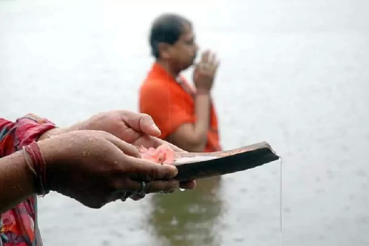 Sarva Pitru Amavasya: कल है सर्व पितृ अमावस्या, जानिए किन लोगों का होता है श्राद्ध