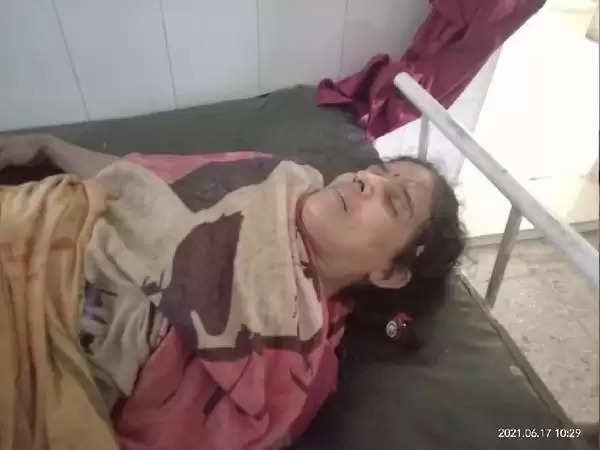 रोहतास : लगातार हो रही बारिश से महिला के ऊपर गिरी मिट्टी के मकान की दीवार, अस्पताल ले जाने के दौरान रास्ते में तोड़ा दम