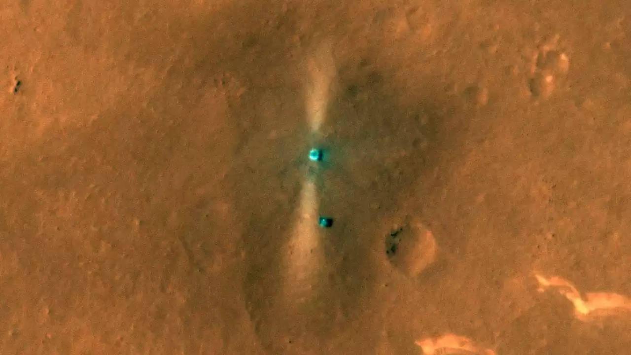 CNSA का ज़ूरोंग रोवर, लैंडर पृष्ठभूमि में धूल भरी मंगल ग्रह की सतह के साथ सेल्फी क्लिक करता है