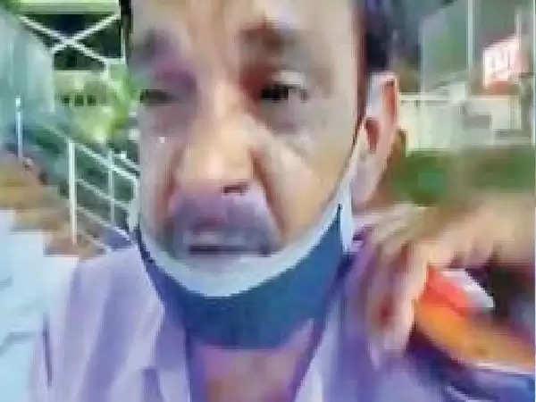 झुंझुनू : बेटे के शव के लिए अस्पताल के बाहर रोता रहा पिता, डेढ़ लाख देने पर 24 घंटे बाद मिला