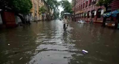 Kolkata में जलभराव, बारिश जारी रहने का अनुमान