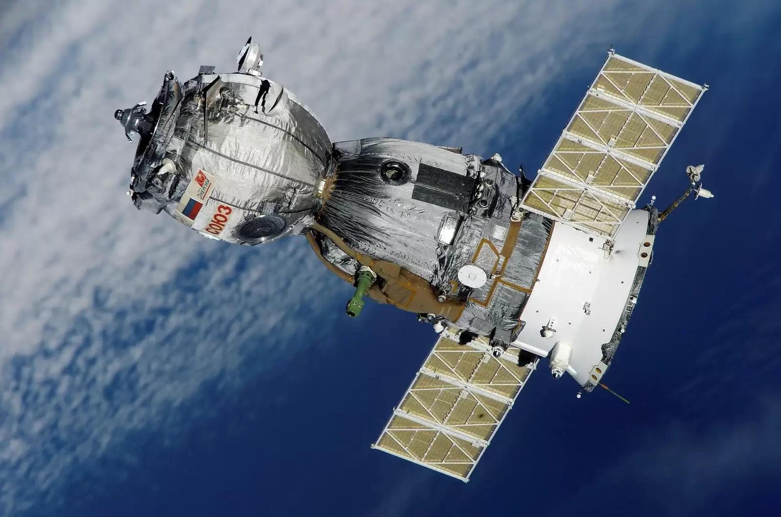 स्पेसवॉकिंग एस्ट्रोनॉट्स सोलर एरेज़ स्थापित करने के लिए, स्पेस स्टेशन पावर अपग्रेड शुरू करेंगे