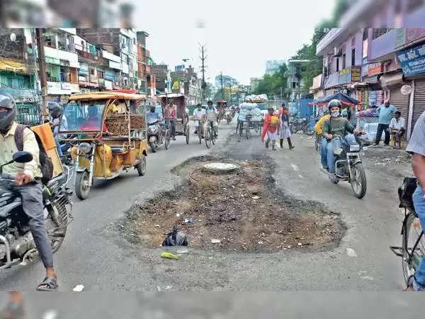 रोहतास :  सरकार ने दावा किया था कि पटना की 94% सड़कें दुरुस्त कर दी गई, लेकिन मेयर व पार्षदों ने कहा-ये झूठ