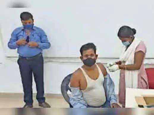 प्रतापगढ़ :वैक्सीनेशन बढ़ाने को ले रहे हर वर्ग का साथ
