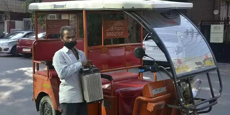 बैटरी स्वैपिंग ने इलेक्ट्रिक रिक्शा चालकों के लिए  बेहतरीन उपाय किये जाने खास रिपोर्ट
