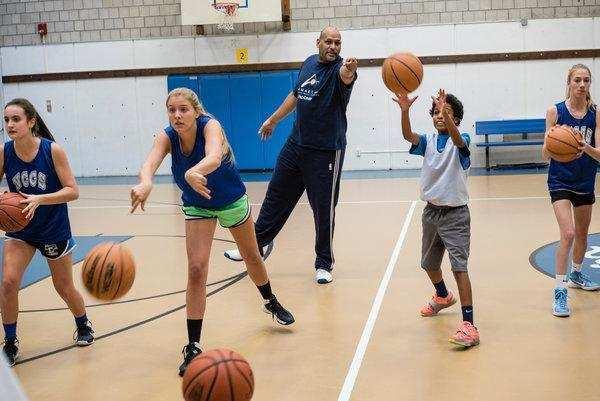 असिस्ट ने वंचित बच्चों के लिए बास्केटबॉल प्रशिक्षण शिविर का आयोजन किया