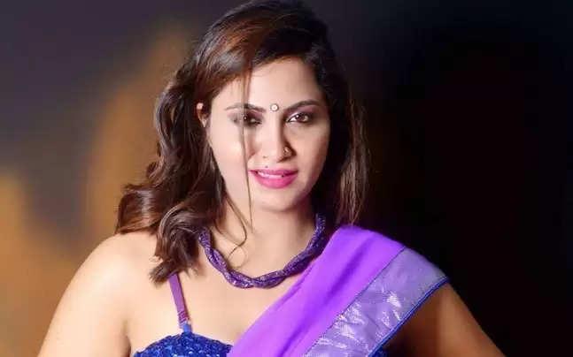 Bigg BOss11:Arshi Khan Strip Down To A Towel,Everyone Starts Gawking At Her In Shock