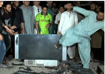 INDvsPAk : पाकिस्तान टीम के हार जाने के बाद कुछ इस तरह से फूटे इस्लामाबाद में टीवी
