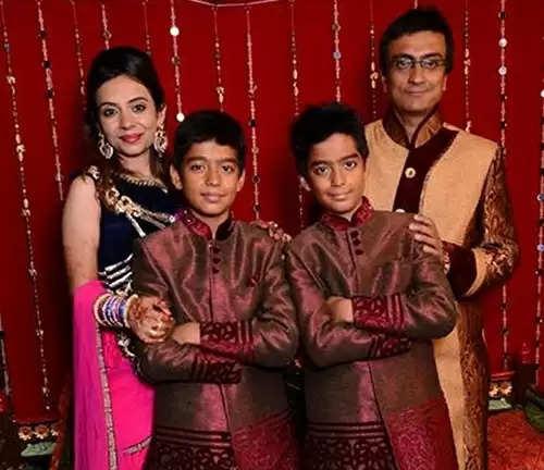 Amit Bhatt: किसी बॉलीवुड अभिनेत्री से कम नहीं हैं जेठालाल के पिता चंपकलाल की पत्नी