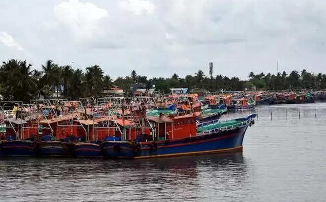 कोच्ची:केरल के मछुआरे अधिक सावधानी बरतने की अपील करते हैं क्योंकि लॉकडाउन मछली पकड़ने के क्षेत्र पर दुख लाता है