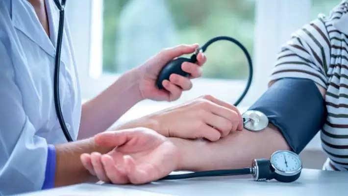 Blood Pressure: हाई ब्लड प्रेशर की समस्या? या कम पानी पीना