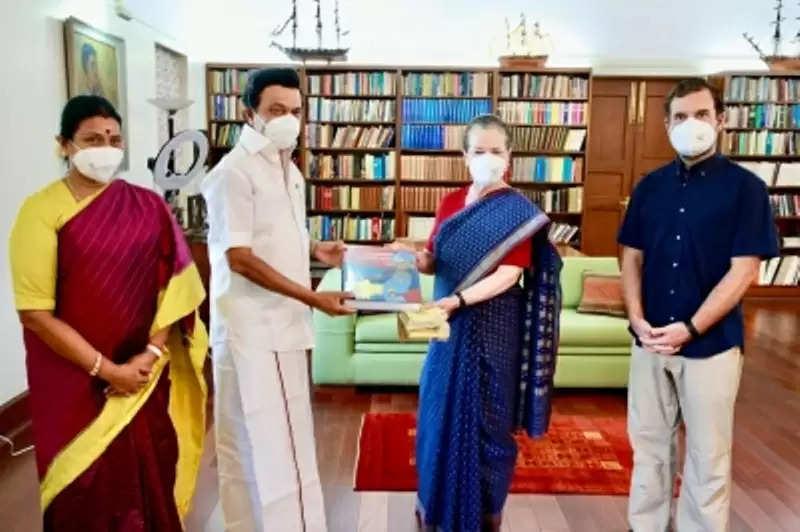 Tamil nadu के सीएम स्टालिन ने की सोनिया, राहुल से की मुलाकात