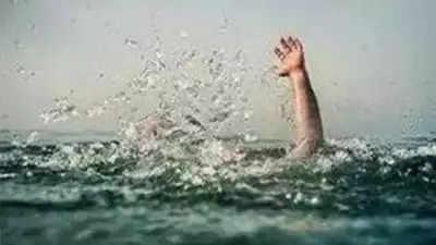 Durg पिकनिक के लिए बंक किया स्कूल, किशोर नदी में डूबा