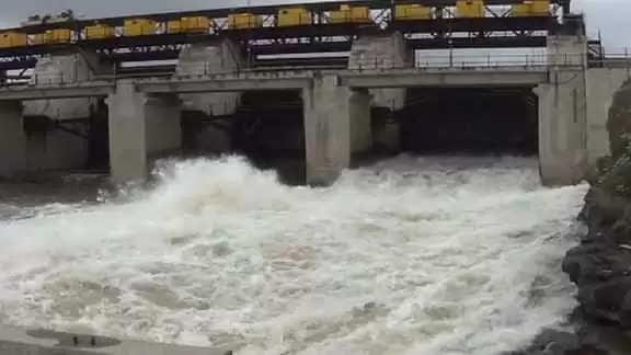 Nashik नासिक जिले में 12 बांधों से मुक्ति