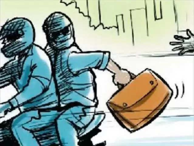 Raipur रायपुर में 1.82 लाख रुपये की लूट के मामले में चार गिरफ्तार