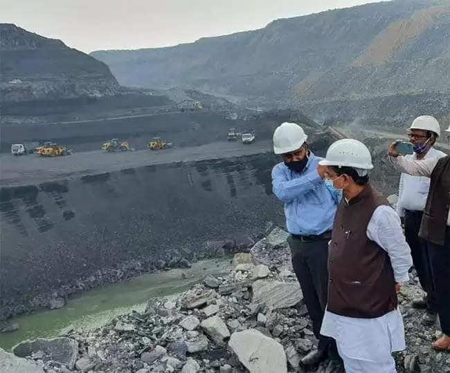 Dhanbad India Coal Crisis खदान में उतरे कोयला मंत्री, बोले-कार्यसंस्कृति बदलें अधिकारी, उत्पादन और डिस्पैच पर दें ध्यान
