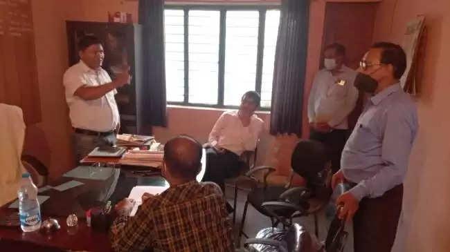 Haridwar आबकारी निरीक्षक के कार्यालय पहुंचे एसडीएम से अभद्रता