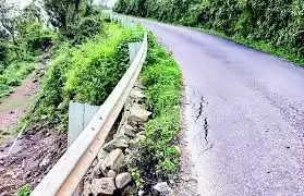 Mandi कलखर से ढलवान तक धंस रही सड़क