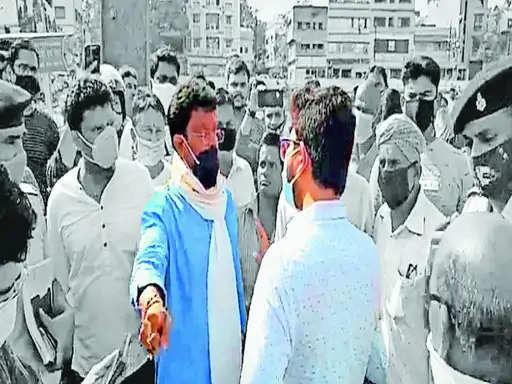 Jamshedpur डीसी सूरज कुमार और अभय सिंह आमने-सामने,काशीडीह और कदमा में गाइडलाइन का उल्लंघन,
