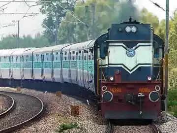 Durg मालगाड़ी पटरी से उतरी:बारिश में ट्रैक व पुल बहा, दुर्ग-पुरी और पुरी-कुर्ला रद्द की गई