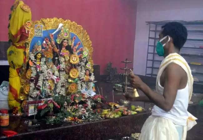 Jamshedpur जमशेदपुर के छात्र भाषण प्रतियोगिता में किपलिंग, चैपलिन जैसे महापुरूषों की 'प्रतिकृति
