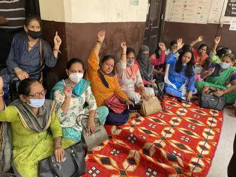 Dehradun नगर निगम कर्मचारी सामूहिक अवकाश पर, कामकाज ठप