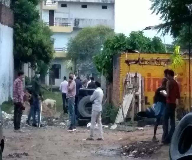 allahabad प्रयागराज में पोल्ट्री फार्म की आड़ में चल रही थी आतंकी गतिविधियां, एटीएस की कार्रवाई से खुला राज
