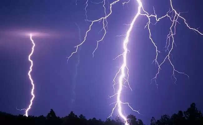 Mandi घर पर गिरी आसमानी बिजली