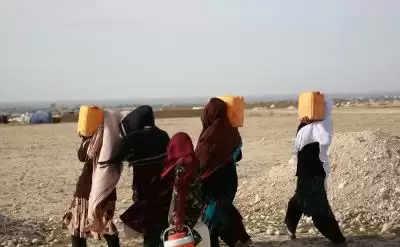 अफगानिस्तान में हथियारों के बदले में बाल विवाह के कारण गरीबी