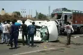 Nashikनासिक-पुणे हाईवे पर खड़े ट्रक से कार टकराई, 3 की मौत