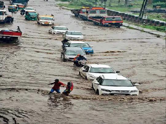 Faridabad यह कैसा निरीक्षण ?:जहां कॉलोनियां व सेक्टर पानी से थे लबालब वहां नहीं गए परिवहन मंत्री