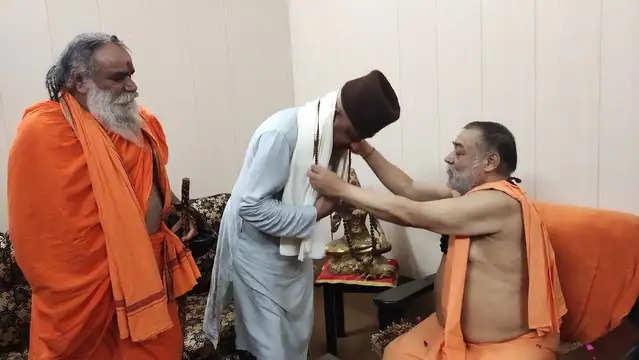 Haridwar कर्नल कोठियाल ने राजराजेश्वराश्रम से लिया आशीर्वाद