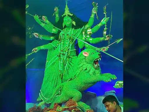 बुधवार को महाअष्टमी पर श्रद्धालुओं ने भगवती की पूजा की। जिले के सिद्धपीठ उच्चैठ भगवती की पूजा श्रद्धालुओं के द्वारा बुधवार को महागौरी के रूप में की गई। सिद्धपीठ उच्चैठ भगवती मंदिर के पंडों ने बुधवार को शाम के 4 बजे तक करीब 1 लाख से अधिक श्रद्धालुओं के द्वारा माता की पूजा किए जाने की जानकारी दी। वहीं, आज मां के सिद्धिदात्री स्वरूप की उपासना की जाएगी। वहीं, बेनीपट्टी प्रखंड के चानपुरा गांव के श्रद्धालुओं सहित अन्य जगहों के श्रद्धालुओं के द्वारा करीब 500 से अधिक छाग की बलि प्रदान की गई। वहीं, दूसरी ओर जयनगर में बिहार के सबसे ऊंचे दुर्गा मंदिर में 60 हजार से अधिक लोगों ने माता रानी की पूजा-अर्चना की जबकि महिलाओं ने खोंइछा भरा। मंदिर परिसर में दुर्गा सप्तशती पाठ और मां के जयकारे से पूरा वातावरण भक्तिमय हो चुका है। वहीं, जिले में हर पूजा पंडाल में सुबह से ही मां का पूजन और दर्शन करने के लिए श्रद्धालुओं की भीड़ उमड़ पड़ी।  दुर्गा पूजा के दाैरान नजर रखने के लिए कलेक्ट्रेट सभा कक्ष में बना कंट्रोल रूम  दुर्गा पूजा के दौरान विधि व्यवस्था बनाए रखने व किसी भी प्रकार की अप्रिय घटना घटने पर इसके त्वरित कार्रवाई के लिए मुख्यालय स्थित कलेक्ट्रेट के सभाकक्ष में जिला नियंत्रण कक्ष की स्थापना की गई है। यह नियंत्रण कक्ष मंगलवार से शुक्रवार काे प्रतिमा विसर्जन तक 24 घंटे कार्य करेगा। जिला प्रशासन की ओर से इसके लिए चार शिफ्टों में चार ग्रुपों में अधिकारियों की तैनाती की गई है। एक ग्रुप में 6 अधिकारी को शामिल किया गया है। जिला नियंत्रण कक्ष के वरीय प्रभारी के रूप में अपर समाहर्ता अवधेश राम को बनाया गया है। वरीय पुलिस पदाधिकारी के रूप में पुलिस उपाधीक्षक प्रभाकर तिवारी की प्रतिनियुक्ति की गई है। जिला नियंत्रण कक्ष का नंबर 06276-224425 जारी किया गया है। वहीं, किसी तरह की परेशानी होने पर लोग इन नंबरों पर संपर्क कर कोई महत्वपूर्ण सूचना दे सकते हैं जिस पर तत्काल कार्रवाई होगी।