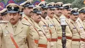 Allahabad पुलिस वंचित बच्चों को कविताएं सिखा….