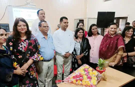Faridabad हाथ में किताबें लेकर विधायक अचानक काॅलेज पहुंचे तो आश्चर्यचकित रह गए स्टूडेंट्स और टीचर