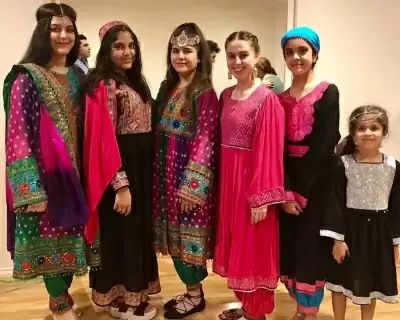 Afghan Women ने रंगीन कपड़ों में तस्वीरें शेयर कर तालिबान के हिजाब फरमान का किया विरोध