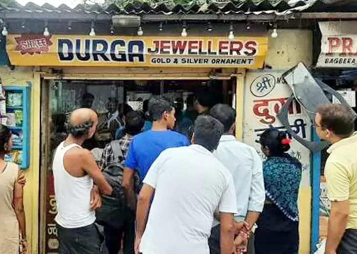 Jamshedpur जमशेदपुर में आभूषण की दुकान से दो किलो चांदी चोरी