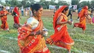 गांव के ओडीएफ टैग को चिह्नित करने के लिए बुजुर्ग महिलाओं की दौड़