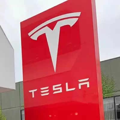 Tesla ऑटोपायलट से ड्राइवर का ध्यान होता है कम