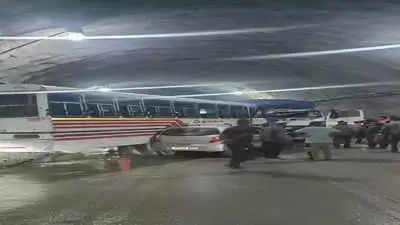 Manaliहिमाचल प्रदेश में सुरंग के अंदर बस, ट्रक की टक्कर से एक की मौत, 15 घायल