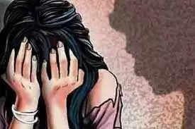 Durg के शख्स ने किया बेटी से रेप, दूसरों के साथ यौन संबंध बनाने के लिए मजबूर किया