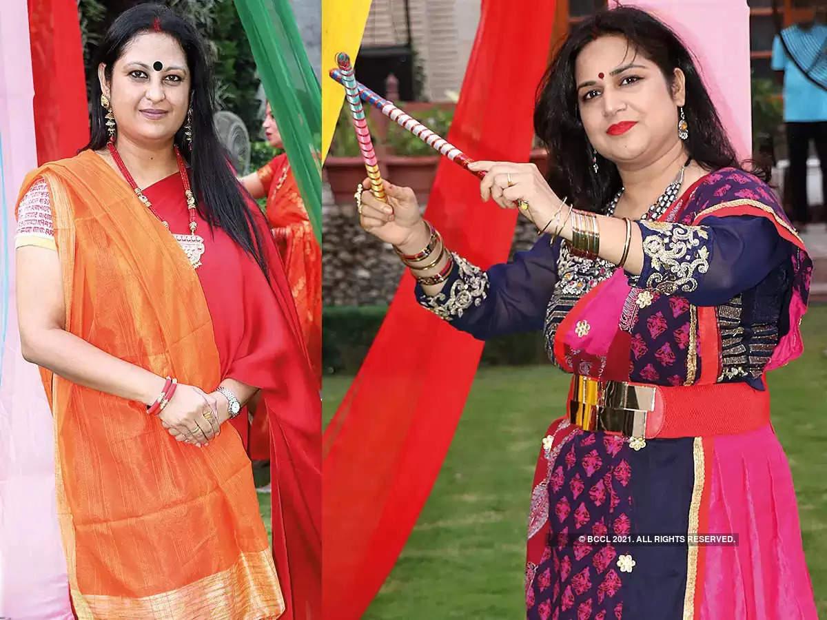 Varanasi गरबा नंबरों पर नृत्य करती महिलाओ ने जीता दिल