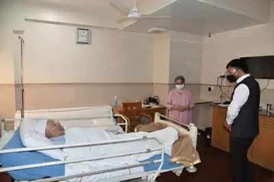 मंडाविया ने एम्स में Manmohan Singh से की मुलाकात