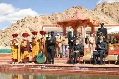 President ने लेह के पास की सिंधु दर्शन पूजा