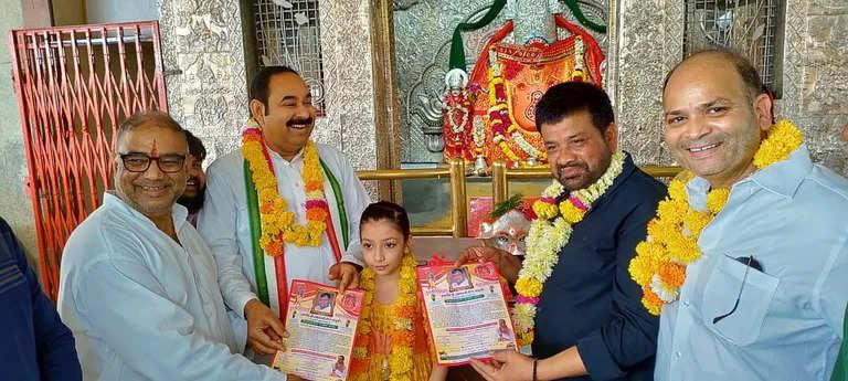 Indore  गीता रामेश्वरम ट्रस्ट ने पौधे बांटे