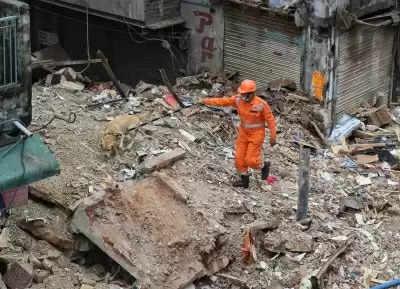North Delhi Corporation क्षेत्र में जहां इमारत गिरी, वहां अन्य 9 इमारतें भी हैं खतरनाक