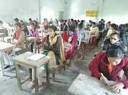 Haridwar निबंध प्रतियोगिता में छात्राओं ने मारी बाजी