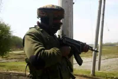 जम्मू-कश्मीर के शोपियां में आतंकियों और सुरक्षा बलों के बीच फिर मुठभेड़ शुरू